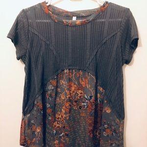 Adorable, flowy, floral Xhilaration t-shirt.